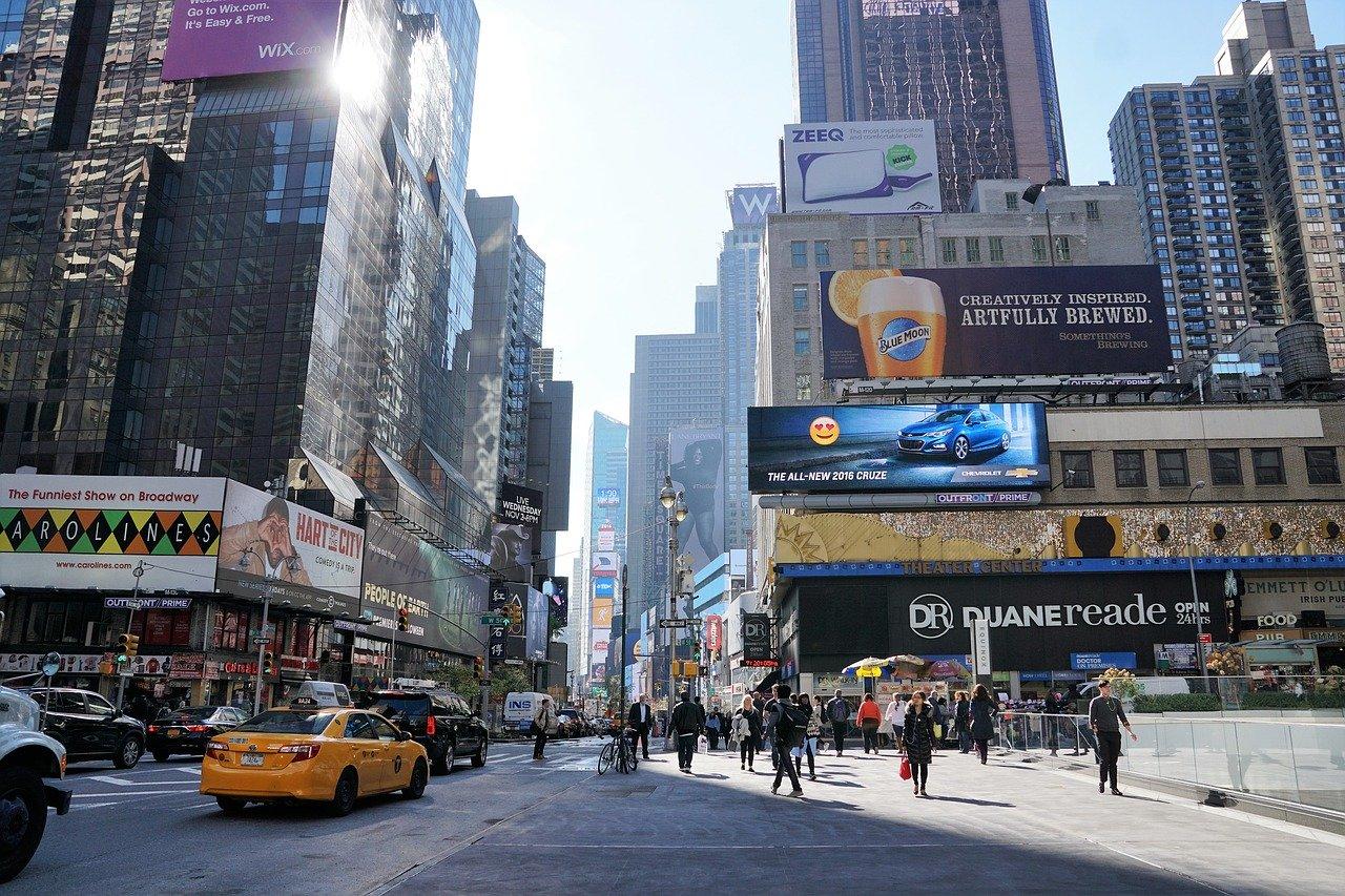 Ekspozytory reklamowe - czym są i kiedy ich używać?