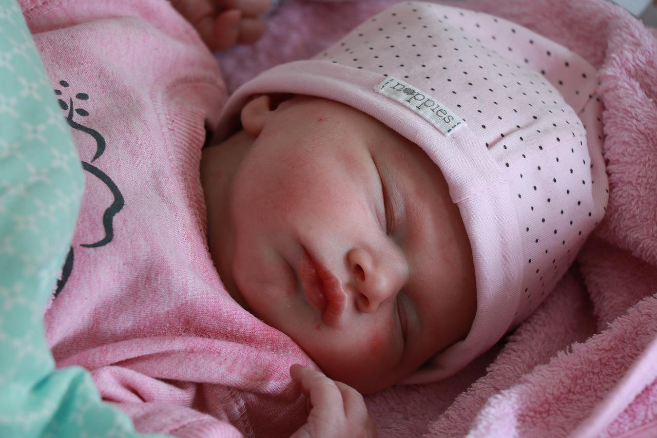 Jak bezpiecznie przywieźć noworodka ze szpitala do domu?