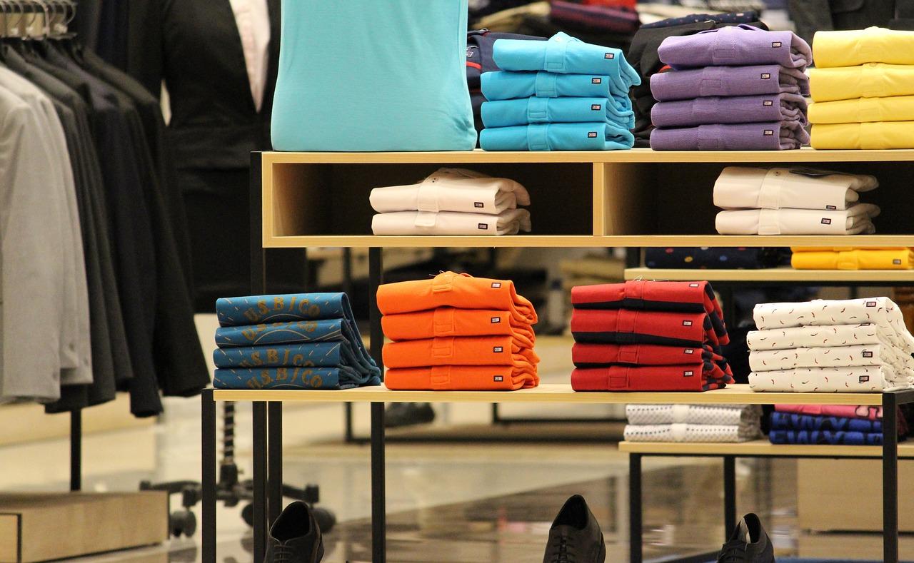 Oferty firmowej odzieży – nadruki reklamowe